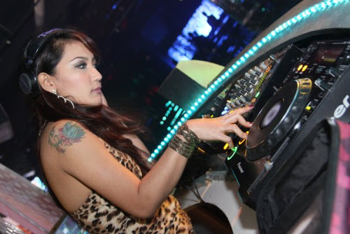 Liquid Cafe Semarang DJ Lola Alicia